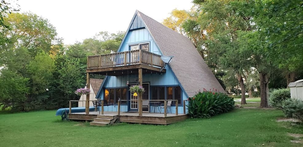 Peaceful Lake Cabin Retreat