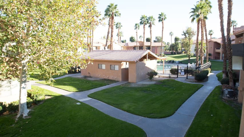 Beautiful 2 bedroom Paradise in Palm Desert area