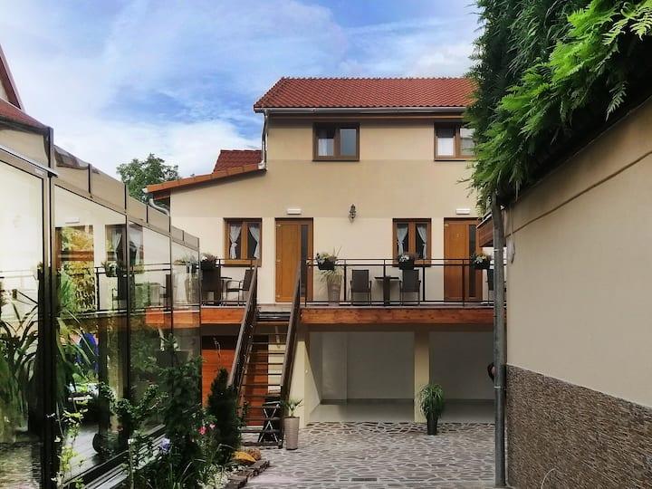 Apartmán (Mezonet) s terasou v krásném prostředí