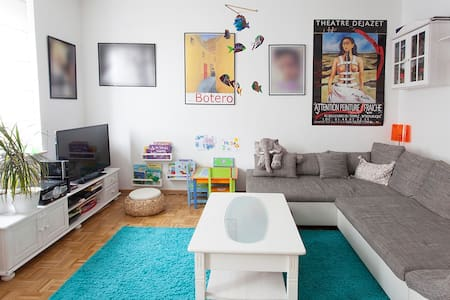 Zimmer in schöner heller großer Altb Wohnung - Байройт