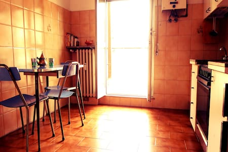 Warm flat for music lovers, 10 min. walk from tube