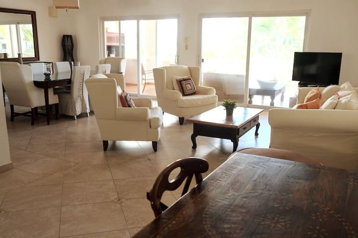 Large 3 BR apartment close to the beach