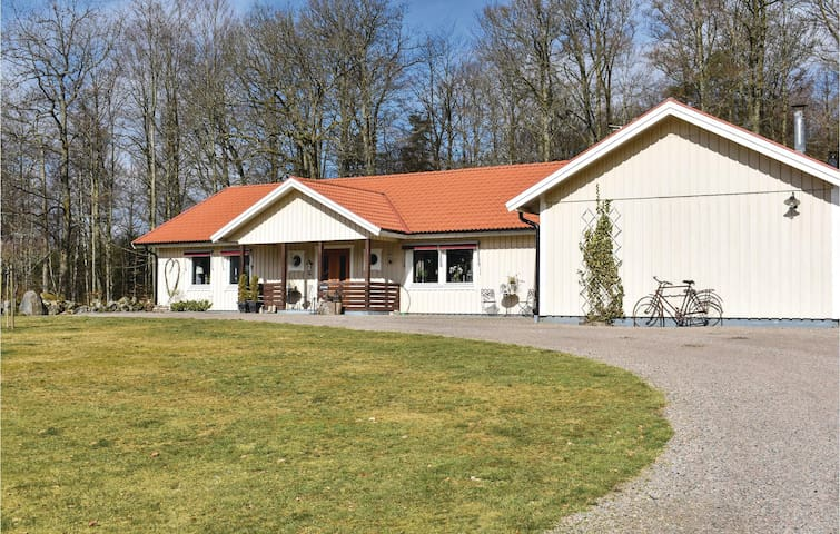 Holiday cottage with 3 bedrooms on 138m² in Hyltebruk