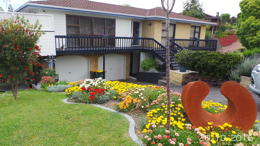 Miacats burrow in beautiful Browns Bay, Auckland - Auckland - Haus