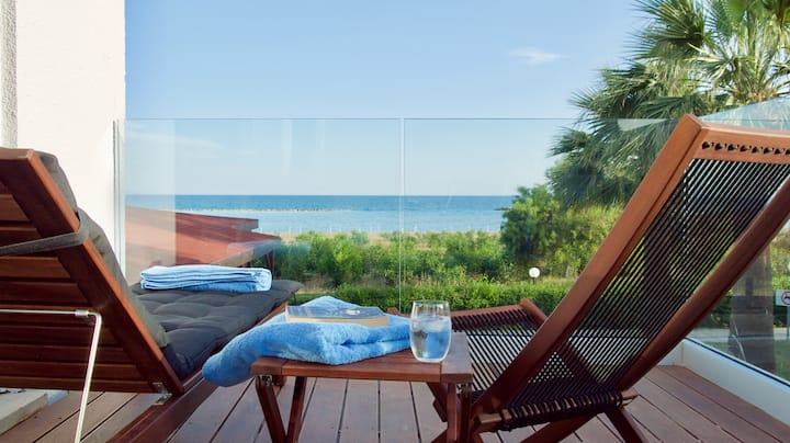 Luxurious Beachfront Maisonette
