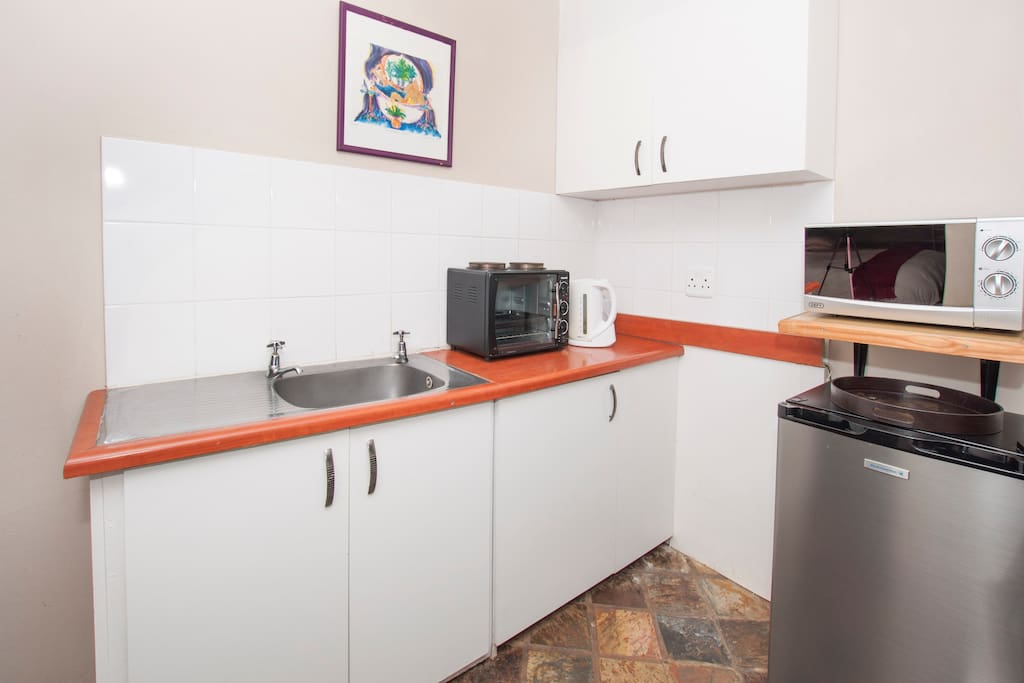 Garden Cottage Kitchenette - perfect for rustling up lights meals
