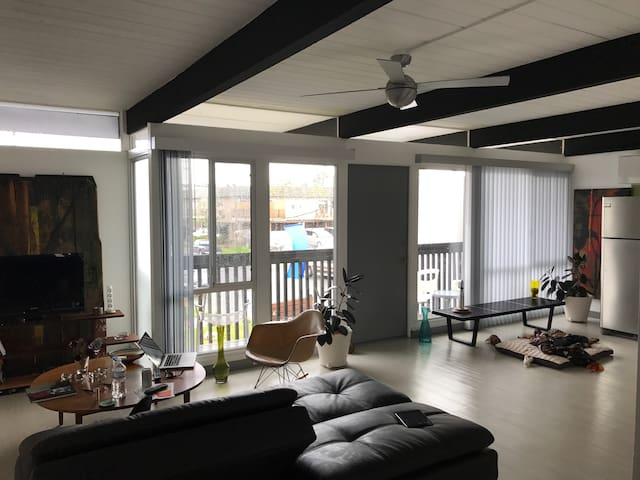 Sunny Mid-Century Modern One Bedroom Apartment - Costa Mesa - Appartement