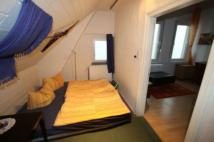 2 nice rooms in old part of Burg. Parking is free - Burg (bei Magdeburg) - Kondominium