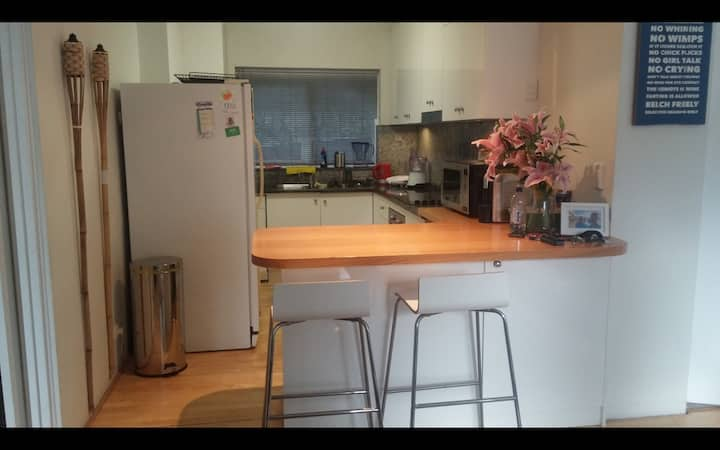 Leafy Double room BRONTE -- Bondi Beach area