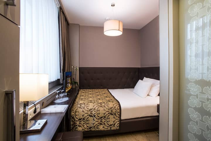 Axel Single Room at TWO Hotel Berlin by Axel
