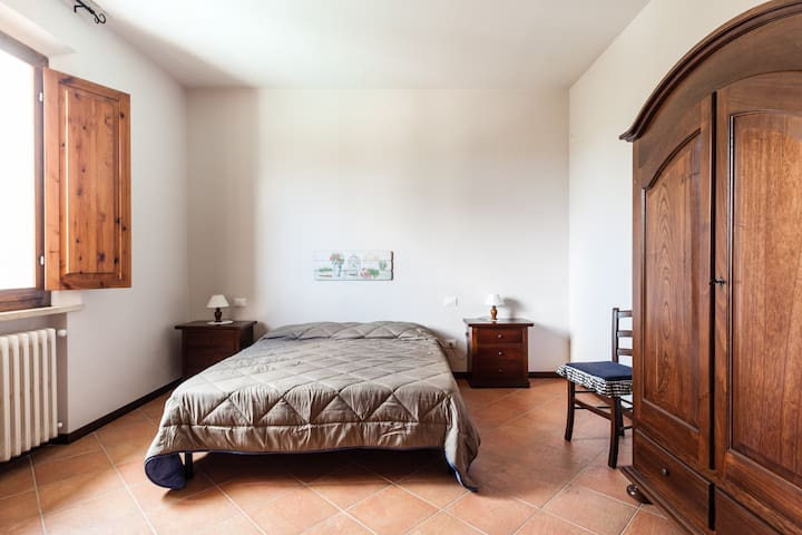 2 rooms apartment with beautiful pool view - San Miniato - Apartamento