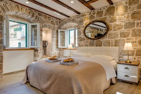 AMFORA LUXURY STUDIO, OLD TOWN  4****
