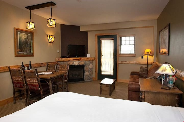 Light the fire while you enjoy a delicious home cooked meal from the kitchenette