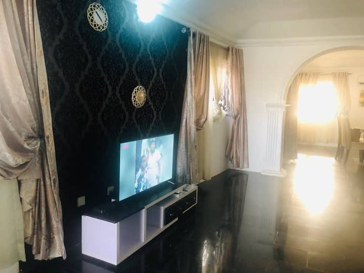 Osaghae Cozy 3Bedroom Apartment @ Parkview Estate