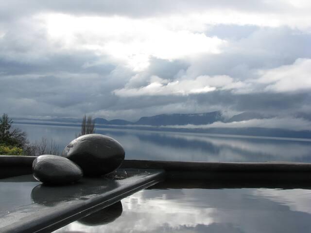Cabaña (2D)  Alma del Lago.  Pucón, Chile