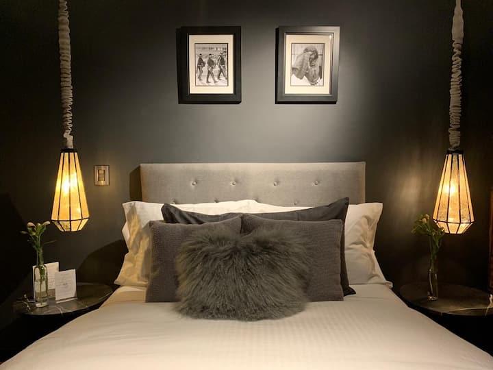 HOTEL CASA EMILIA Room No. 7 (Great location)