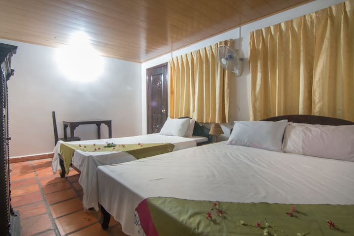 Lovely Room for 3 in a beautiful garden - Phnom Penh - Wohnung