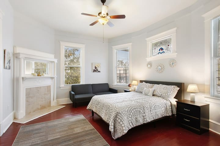 3BR in East Victorian District