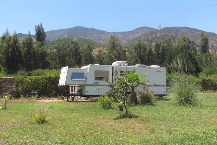 Travel Trailer in Chilean Vineyards countryside - Paine - Camper/RV