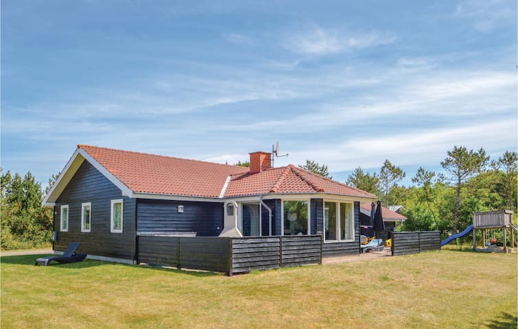 Holiday cottage with 5 bedrooms on 172m² in Løgstør