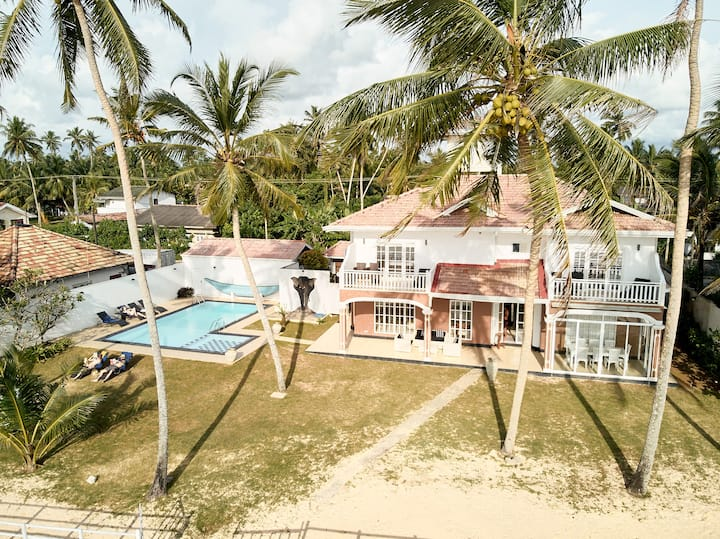 Villa Riina - 4 bedroom beachfront with pool
