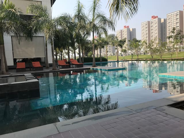 Let loose yourself in the Infinity Swimming Pool