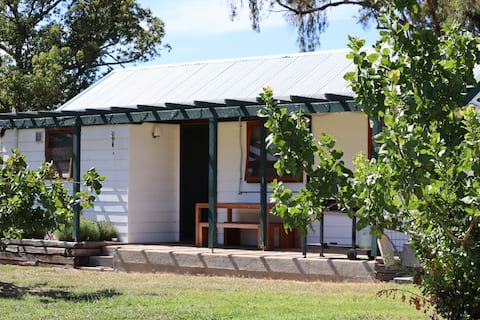 Mudgee Kirwin Farm Stay Cabin - Pet Friendly