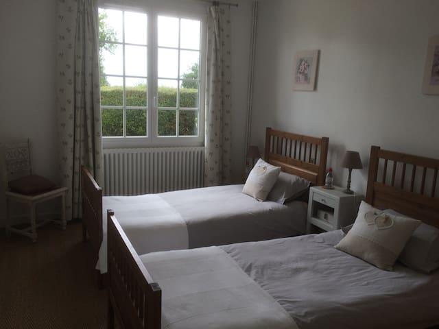 La chambre n° 1 avec ses lits jumeaux