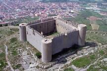 Castell de Montgrí, a Torroella de Montgrí :    21 kilòmetres de l'apartament.