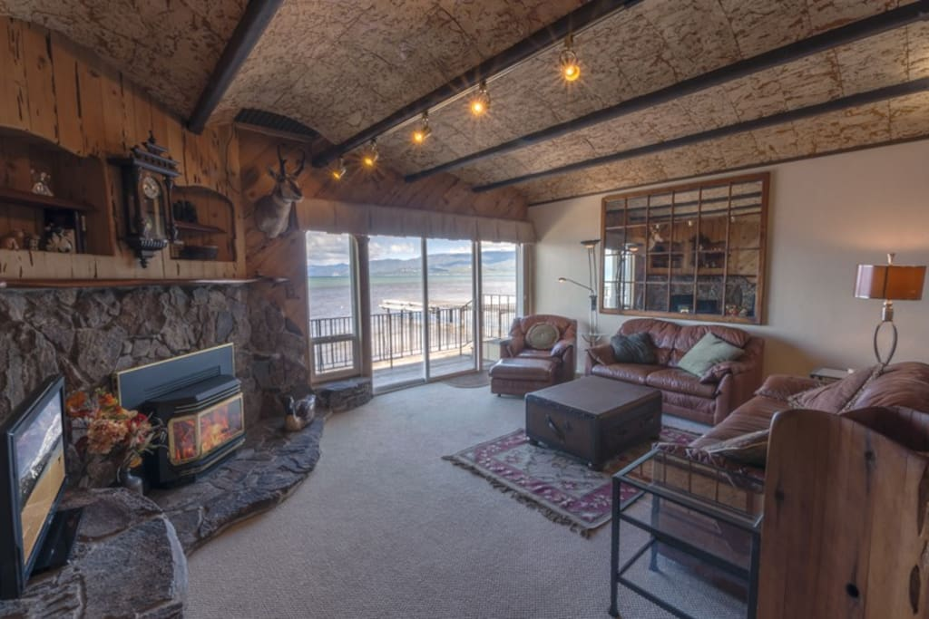 Living room with view on the water