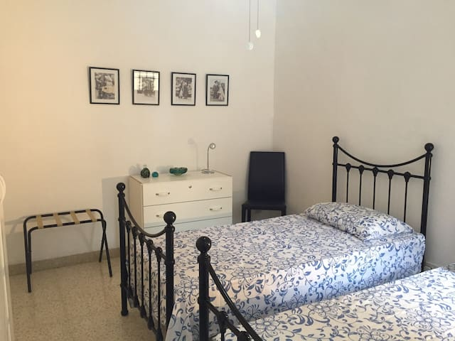Twin Bedroom with private bathroom - St Julian's - Appartement