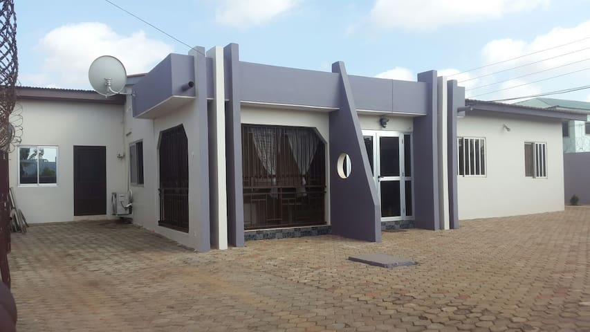 Cozy Home away from Home - Accra - Haus
