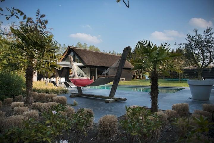 Bij de Buure - Luxe vakantiewoning met zwembad
