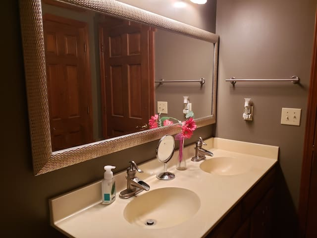 Guest bathroom with double sinks and tub/shower combo
