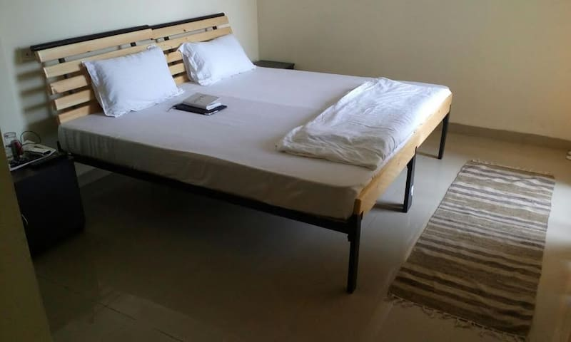 White Mushroom Guest House in Mumbai - Navi Mumbai - Apartment