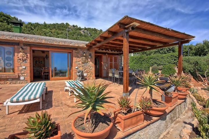 Beautiful private villa for 6 people with WIFI, TV and pets allowed