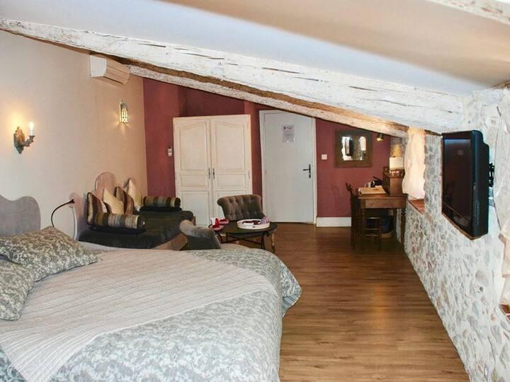 Pour une Amourette-Triple room-Romantic-Private Bathroom-Patio