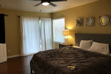 Large Comfy NE Modesto 3 bed 2 bath + 2 car garage - Modesto