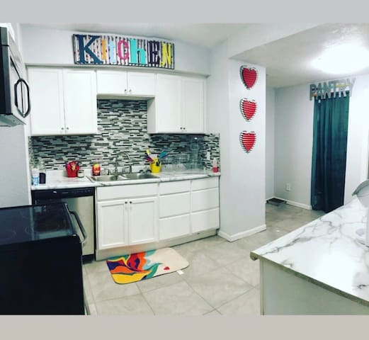 PREPARE YOUR MEALS IN THIS BEAUTIFUL UPDATED  KITCHEN - STAINLESS STEEL APPLIANCES  - RACHEL RAY COOKWARE - AIR FRYER- TOASTER- WAFFLE MAKER- KERUIG - PRESSURE COOKER AND SO MUCH MORE