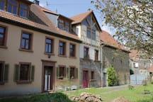 Rustikales Zimmer auf idyllischem kleinen Hof