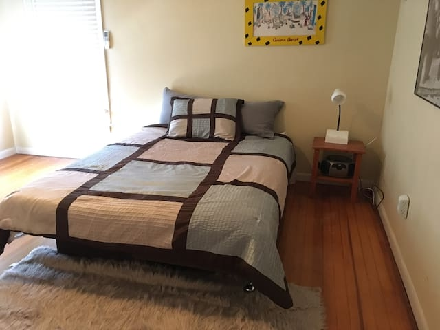 Nice bright room in Long Branch!