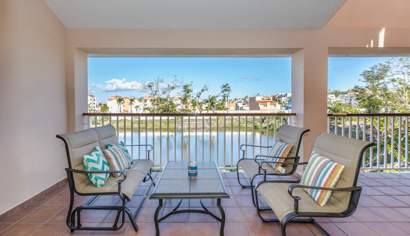 Tradewinds Villa | Private Rooftop and Lake Views