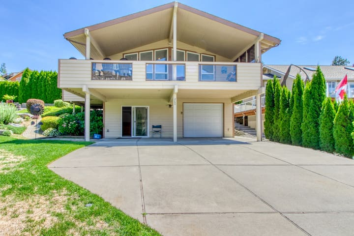 Dog-friendly home w/ river view, shared pool, boat launch, & beach!