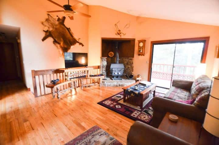 Bear Paw Haven-Family/Pet friendly, HOT TUB!