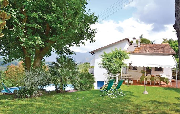 Holiday cottage with 2 bedrooms on 100m² in Massarosa LU