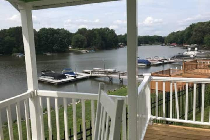 C19-A Lakefront Tiny Home Cabin on Lake Norman