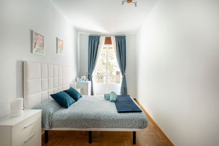 Habitación en pleno corazón de Madrid. Junto a Sol