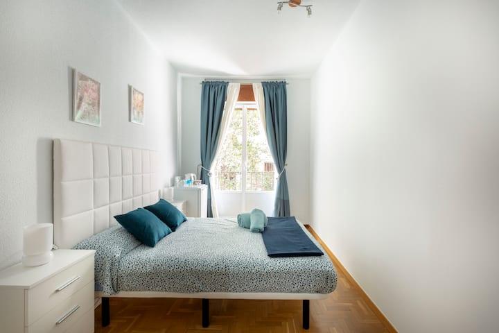 Habitación en pleno corazón de Madrid. Junto a Sol