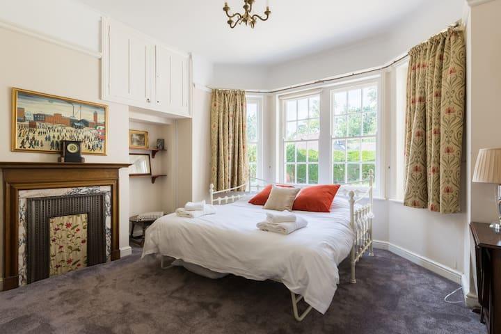 ...bedroom 7...