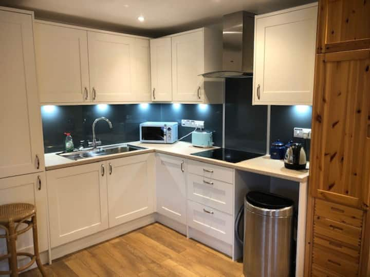 Well-appointed studio room in Ramsbury